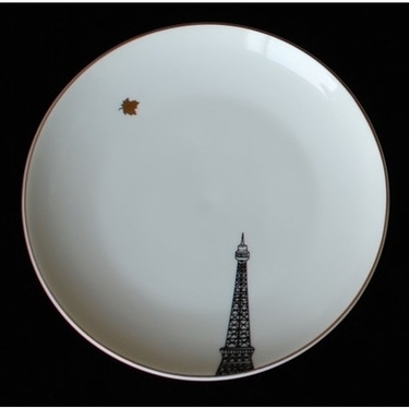 Plate Eiffel Tower and leaf